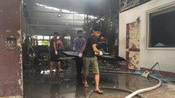 Đau xót tìm thi thể trong những nhà xưởng bị lửa dữ nhấn chìm