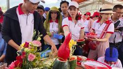 Quảng Ngãi: Ngàn người đội nắng xem Lễ hội dưa hấu đầu tiên ở Việt Nam