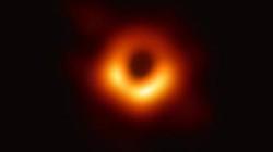 """Hố đen vũ trụ lần đầu bị loài người """"tóm"""" được """"nóng"""" nhất Google tuần qua"""