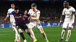"""Lập cú đúp """"nhấn chìm"""" M.U, Messi bật tung cảm xúc"""