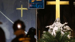 """Cây thánh giá Nhà thờ Đức Bà không bị cháy và những """"phép lạ"""" sau thảm họa"""