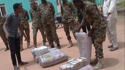 Tìm thấy hàng loạt bao tải tiền tại nhà riêng Tổng thống Sudan bị phế truất