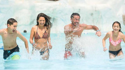 Những lưu ý để tránh bị đuối nước khi vui chơi tại các bể tạo sóng trong công viên