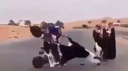 Video: Cận cảnh trò chơi nhảy dây bằng xe máy độc đáo nhất hành tinh