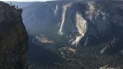 Vợ chồng blogger du lịch trả giá bằng cái chết khi cố chụp ảnh tại một vách đá hiểm trở