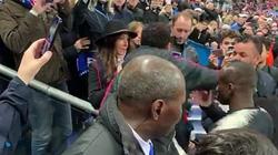 Giận mất khôn, Neymar đấm cổ động viên sau khi PSG mất cúp