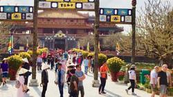 """Du khách đến Huế tăng kỷ lục, khách sạn """"cháy"""" phòng"""
