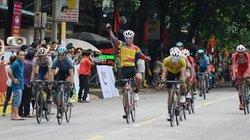 """Cuộc đua xe đạp """"Về Điện Biên Phủ-2019"""": Quàng Văn Cường vẫn giữ áo vàng"""