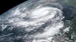 Siêu bão sắp đổ bộ vào Ấn Độ gây ra cuộc sơ tán lớn nhất lịch sử