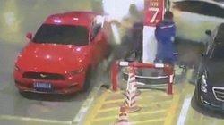 Dập đám cháy với tốc độ không tưởng sau khi ô tô mất lái đâm trụ bơm xăng