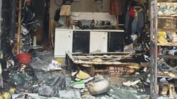 """Bắt giữ kẻ đổ xăng đốt cửa hàng quần áo của """"vợ hờ"""""""