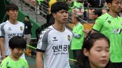 """HLV Incheon United tiếp tục """"trừng phạt"""" Công Phượng"""