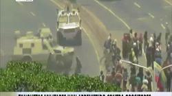 NÓNG nhất tuần: Xe bọc thép chèn lên người tham gia đảo chính ở Venezuela