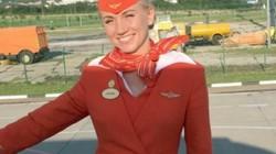 """Nữ tiếp viên Nga kể khoảnh khắc """"túm cổ"""" đẩy hành khách khỏi máy bay bốc cháy"""
