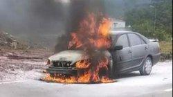 Quảng Trị: Xe ô tô bất ngờ bốc cháy trơ khung