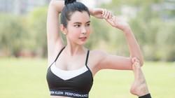 """Hoa hậu du lịch tập yoga giữa đất Tây Tạng bị nói """"làm lố"""""""