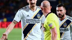 CLIP: Nổi máu côn đồ, Ibrahimovic bóp cổ, đẩy ngã đối thủ ngay trên sân