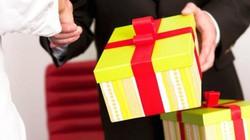Cấm lấy tài sản công để làm quà tặng