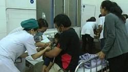 Hơn 130 người nhập viện nghi ngộ độc: Ai phải chịu trách nhiệm?