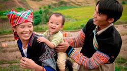Trải nghiệm thêu hoa văn, ném pao của dân tộc Mông giữa lòng Hà Nội