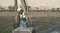 Hà Nội lắp đặt máy giúp sông Tô Lịch bớt hôi thối chỉ sau 3 ngày