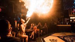Clip: Hotgirl múa lửa 9x và giọt nước mắt sau hào quang sân khấu