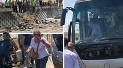 Hiện trường vụ nổ bom trúng xe bus chở du khách ở Ai Cập, 16 người bị thương