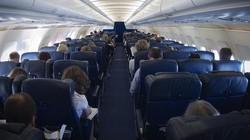 Mỹ: Đi máy bay, cô gái bị người ngồi bên phủ chăn lên đùi sàm sỡ
