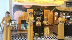 NIA tổ chức thử nước hoa, mỹ phẩm và đồ uống cho hành khách – những trải nghiệm mùa lễ hội