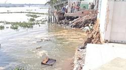 Long An: Chưa kịp nhờ Trung ương hỗ trợ, 4 căn nhà đã rơi xuống sông