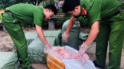 Lạng Sơn: Gặp công an bèn vứt lại 400kg nầm lợn hôi thối