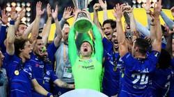 """Dự bị cả mùa, Robert Green vẫn nâng cúp Europa League """"như đúng rồi"""""""