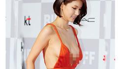 """Loạt """"huyền thoại trang phục"""" tai tiếng xứ kim chi"""