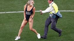 """Fan nữ khoe """"da thịt"""" ở chung kết Champions League và... cái kết"""
