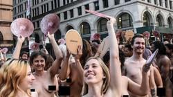 Người mẫu khỏa thân phản đối lệnh cấm Facebook và Instagram
