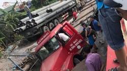 """Xe container sập """"hố tử thần"""" trên đường ở Hà Nội"""