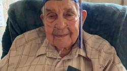 Cụ ông 95 tuổi có 13 người con, 55 cháu nhận bằng cấp 3 sau 80 năm