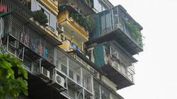 """Ảnh: """"Chuồng cọp"""" phủ kín mặt tiền chung cư cao 9 tầng ở Hà Nội"""