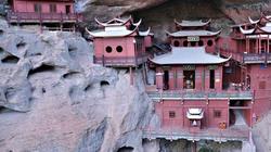Những ngôi đền lưng chừng giữa vách đá, du khách thắc mắc làm sao để xây dựng