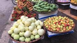 Hà Nội: Tết Đoan Ngọ, giá hoa quả tăng chóng mặt vẫn nườm nượp người mua