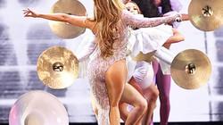 """Khán giả sững sờ vì kiểu trang phục """"không giống ai"""" của Jennifer Lopez"""