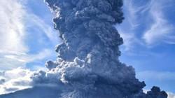 Núi lửa phun trào tạo cột tro khổng lồ cao 7.000 mét