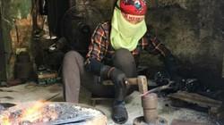 Thanh Hóa: Nắng 40 độ C, đàn bà làng rèn vẫn đập đe bên bếp lửa