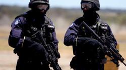 """Úc: Mang vũ khí vào cây xăng, hai anh em lĩnh ngay """"kẹo đồng"""" của cảnh sát"""