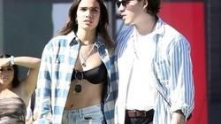 Bồ của quý tử nhà Beckham thường diện bra, áo ngắn 20cm ra đường