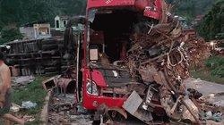 Ớn lạnh hiện trường vụ xe chở sắt lao vào xe khách, 40 người thương vong