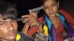 Ấn Độ: Bi kịch gây bàng hoàng sau bức ảnh cặp đôi selfie với súng