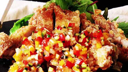 VIDEO: Giòn ngon với món gà rán sốt rau củ nấu siêu tốc 15 phút