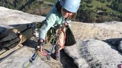 Bé gái 10 tuổi chinh phục đỉnh núi dựng đứng cao gần nghìn mét ở Mỹ