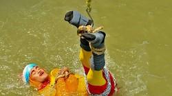 Biểu diễn màn tự thoát hiểm, ảo thuật gia Ấn Độ tử vong dưới sông Hằng